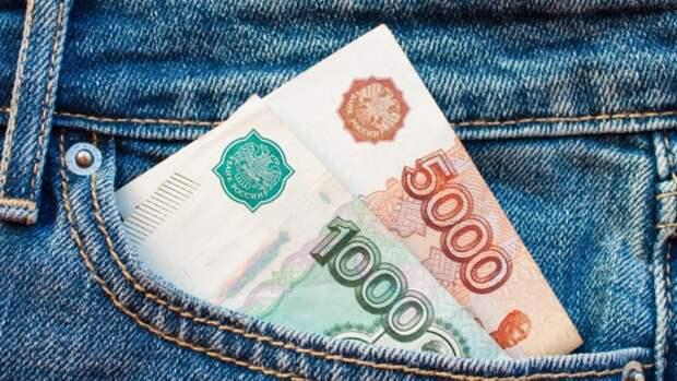 Злостного неплательщика алиментов в Барнауле отправили мыть остановки