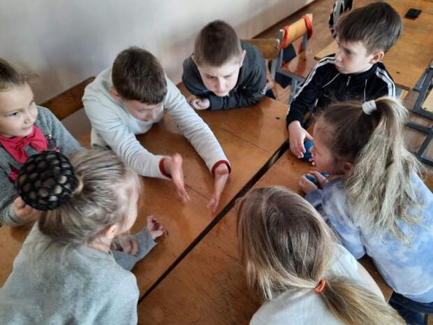 в школьном лагере ´Дружба´ прошли веселые игры и викторины по случаю закрытия лагерной смены ´До свидания, друзья´.