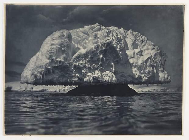 Ледяное образование в форме гриба, 1912 год Австралийская антарктическая экспедиция, антарктида, исследование, мир, путешествие, фотография, экспедиция