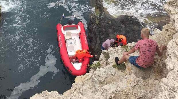 Мужчина сорвался с 15-метровой скалы на мысе Тарханкут
