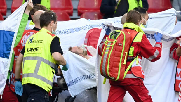 Футболист сборной Дании Кристиан Эриксен отправлен в госпиталь