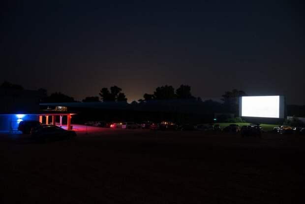 Автомобильные кинотеатры в американских городках автокинотеатр, автомобильный кинотеатр, кино, кинотеатр