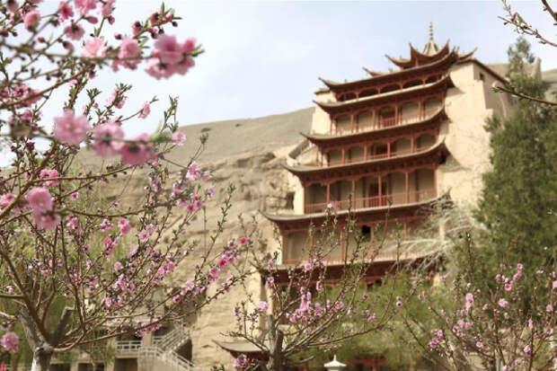 Знаменитый пещерный комплекс Могао в КНР пришлось закрыть из-за ливней