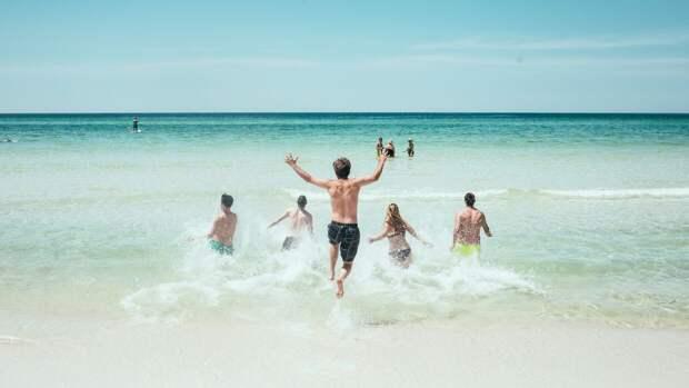 Отдыхающих на Центральном пляже всегда много