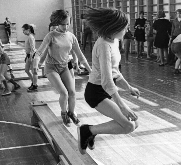 Физра...Какой она была в советской школе