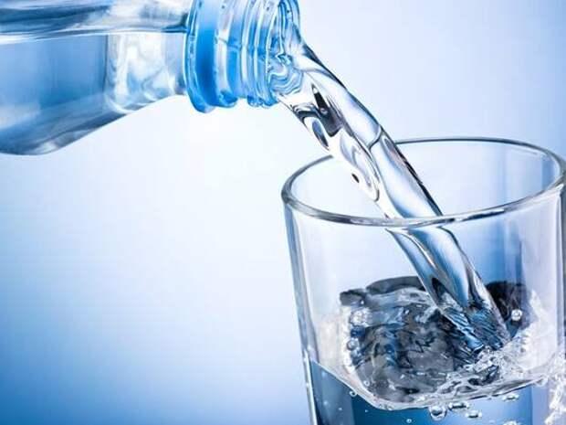 Диетолог рассказала, как правильно пить воду в жаркую погоду