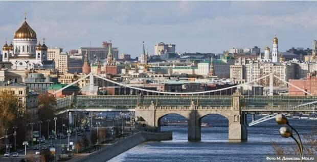 Собянин заявил, что принятые меры пока позволяют избегать локдауна. Фото: М. Денисов, mos.ru