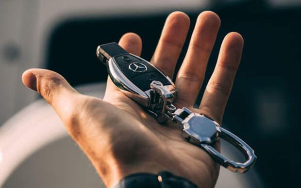 Mercedes-Benz отзывает машины из-за декора и прошивки