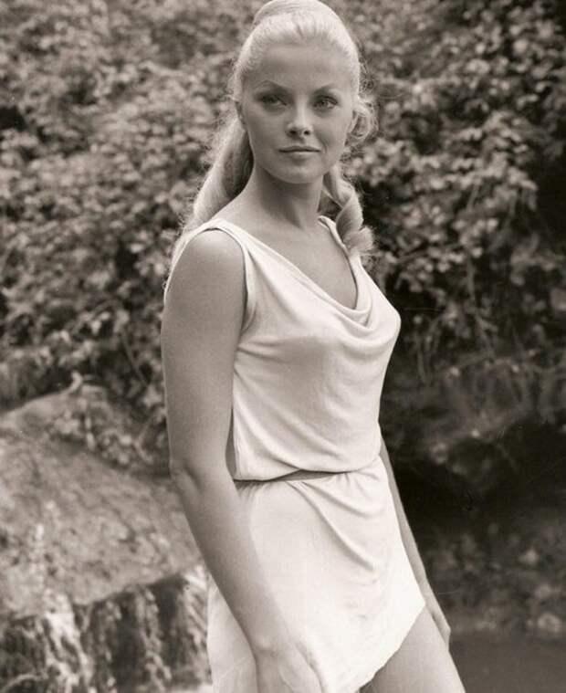 """Вирна Лизи на съемках фильма """"Ромул и Рем"""" (1961)."""