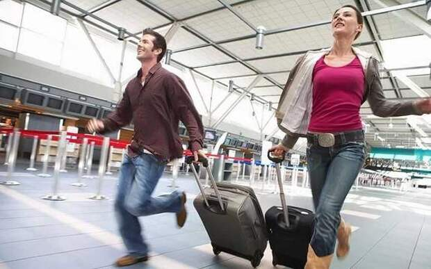 Сегодня сотни людей опоздали в Крыму в аэропорт