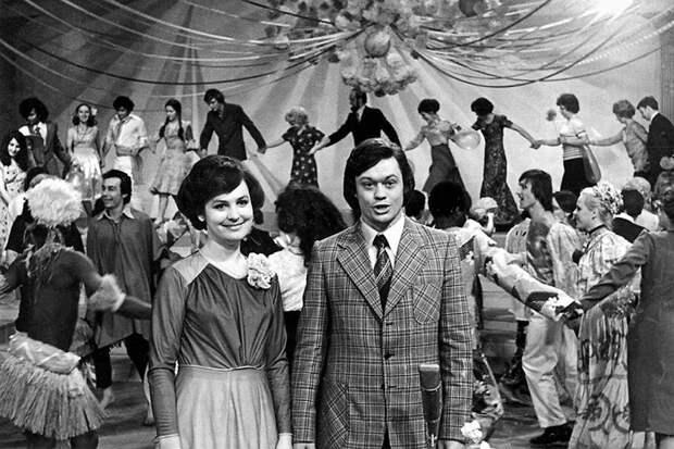 """Ведущие """"Голубого огонька"""" 1977 года - Судец и Караченцов СССР, голубой огонек, ностальгия, старый новый год, эстрада"""