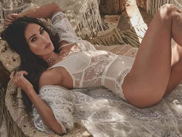 Как выглядят 35-летняя Меган Фокс в купальнике в инстаграме и в реальной жизни