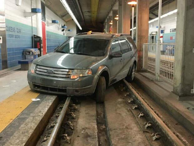 Машина, которая прикидывается вагоном. | Фото: CBS Philly.
