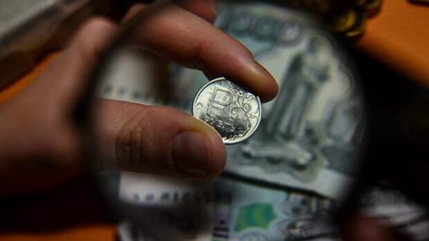 Финансист предупредил о стрессовых месяцах для рубля