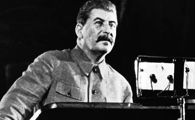 Активисты организовали салют в честь смерти Сталина