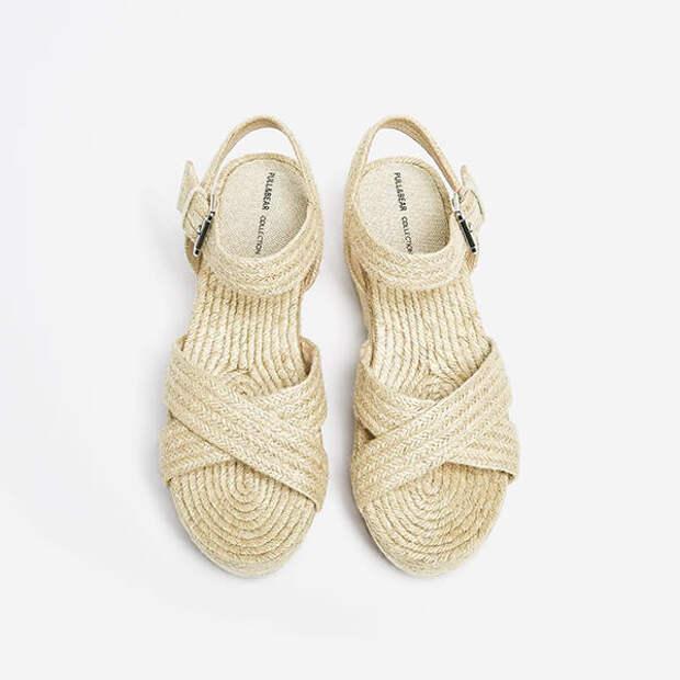 Какую обувь и аксессуары стоит непременно купить этим летом
