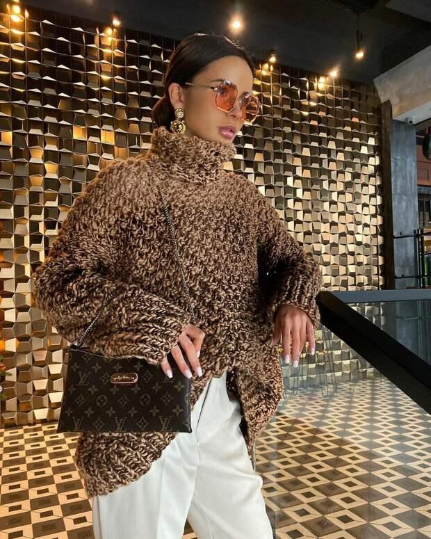 13 примеров с чем носить свитер крупной вязки, наслаждаясь теплом и комфортом