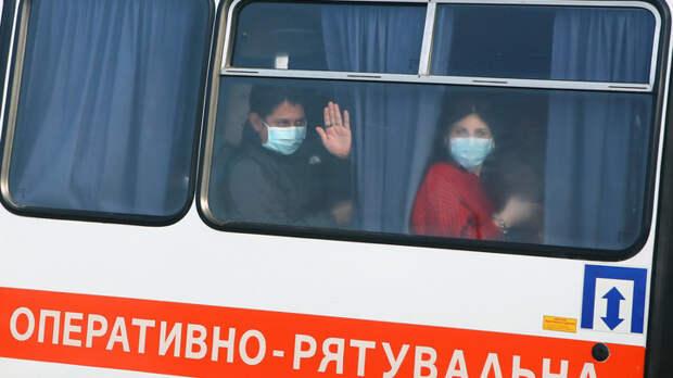 """""""Мир вздрогнул"""": Украинцы били своих же, устроив """"дикую, бесчеловечную """"встречу"""" спасённым от болезни"""