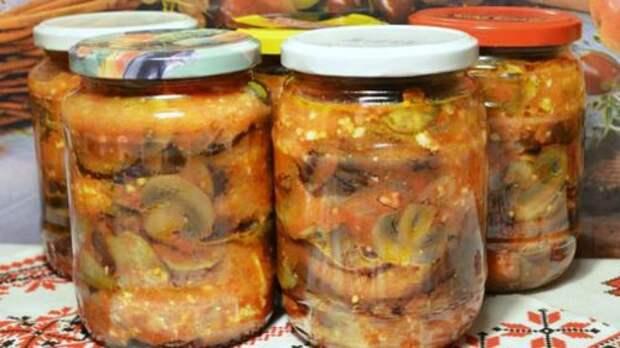 Рецепт салата из баклажанов и грибов на зиму. Получается сытным и вкусным!