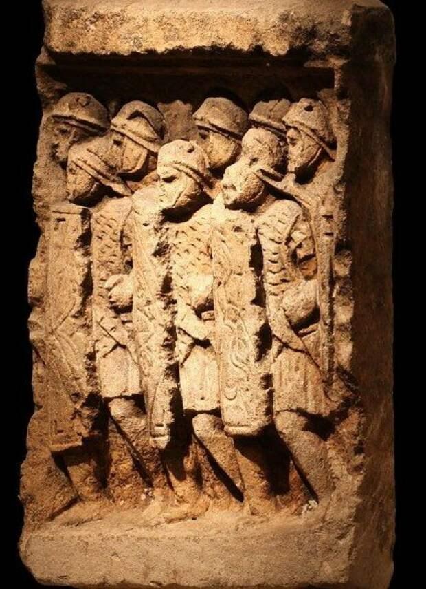 Римские легионеры в боевом порядке. Барельеф в собрании музея в Лионе