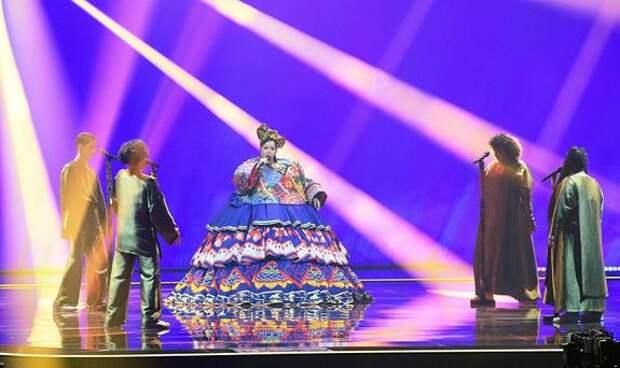 Иностранцы буквально «помешались» на номере Манижи и ждут выступления с «бабушкиным платьем на колесиках» в финале