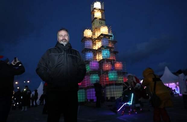 В Эстонии установили эко-елку из канистр