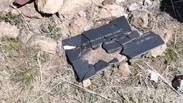 Вандалы разгромили военный мемориал в Туапсе перед 9 Мая