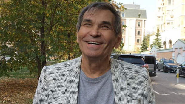 Виновницей госпитализации Бари Алибасова оказалась обезьяна