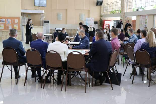 Город для жизни или технологий: сценарии развития Уссурийска обсудили местные жители