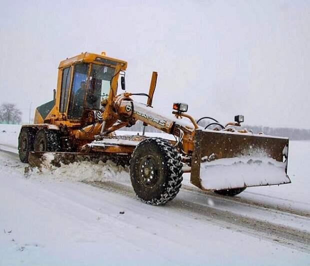 Региональные дороги Кубани расчищают от снега 160 машин