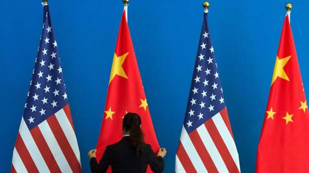 Китай потребовал от США «не совать нос» в дела Гонконга