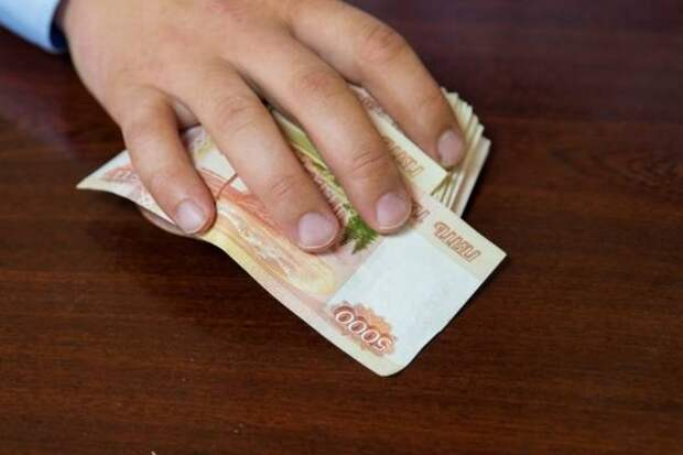 Руководителя автосервиса оштрафовали почти на 1 млн рублей за дачу взятки сотруднику ФСБ