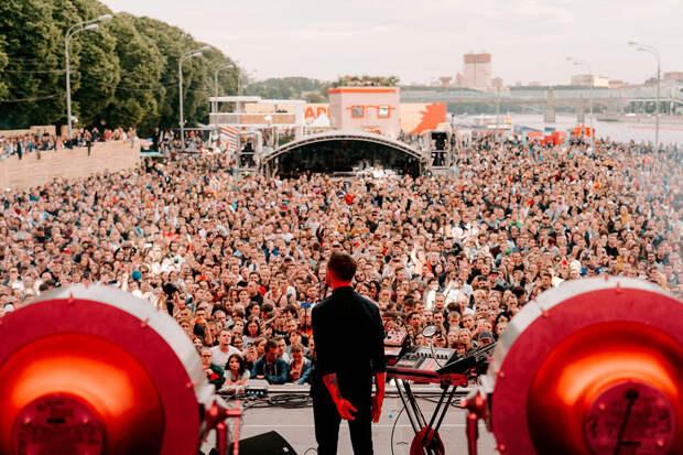 «А где плясать?»: какие музыкальные фестивали отменены в России в этом году