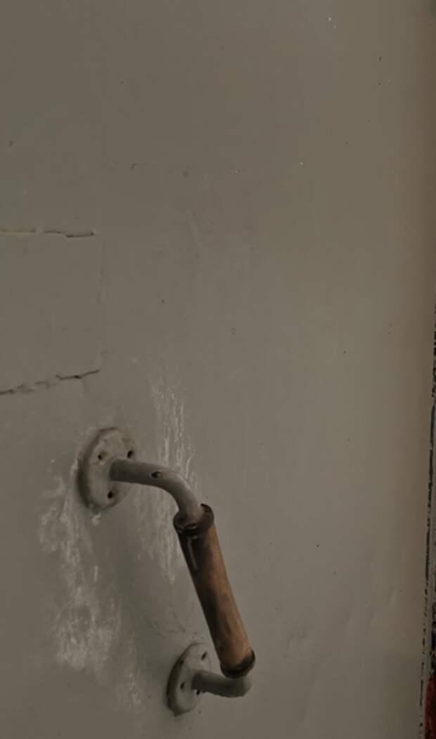 В доме на Череповецкой отремонтировали дверь