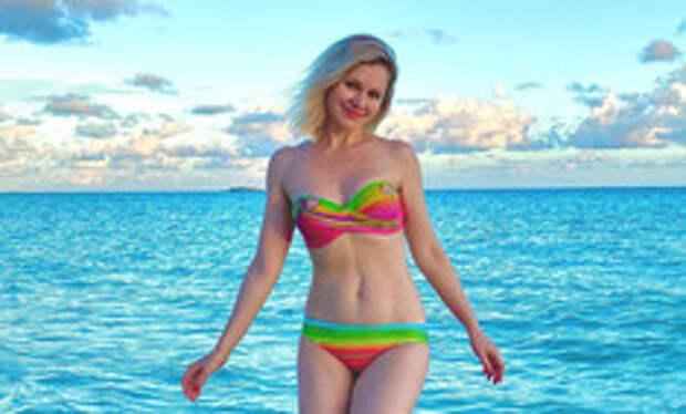 У нее же трое детей! Натали показала точеную фигуру на пляже