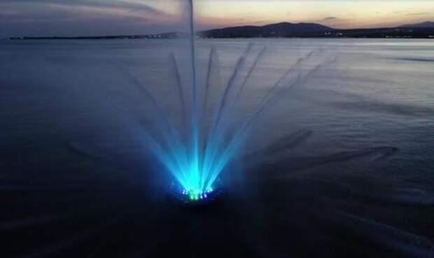 Недолго музыка играла: в Геленджике утонул плавающий фонтан ВИДЕО