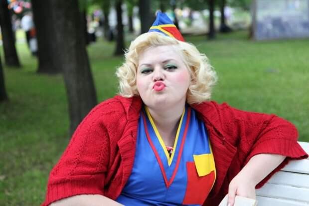 Симпатичные девушки Севастополя за прилавком