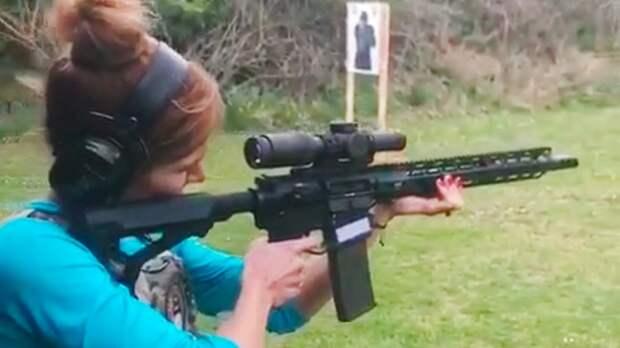 «Миссия успешно выполнена». Биатлонистка Коукалова отработала стрелковые навыки спомощью винтовки ипистолета