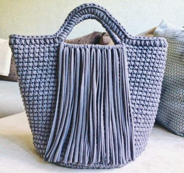 А почему бы не связать себе модную сумку. Соседка обзавидуется, подумает в бутике купила😊  Для наших рукодельниц!