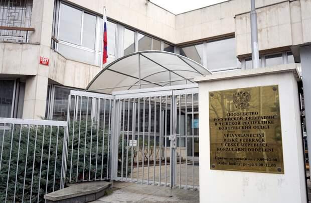 54 сотрудника российского посольства покинули Прагу