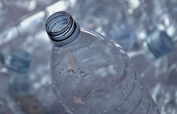 Хулиганы из Северного выбросили бутылку из окна дома