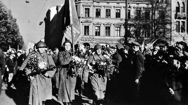 Забыл о Холокосте: латыши осудили президента Левитса, заявившего, что Латвия не участвовала в ВОВ