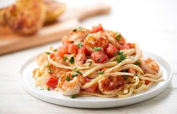 Вкуснейшие макароны с креветками и помидорами