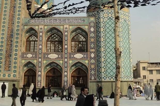 Лекарство хуже болезни: иранцы массово умирают, употребив от коронавируса метанол
