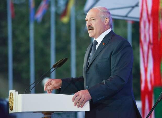 Лукашенко пригласил президентов других стран на Парад Победы в Минск