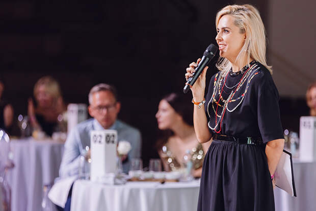 Светлана Бондарчук, Ольга Шелест и другие гости благотворительного аукциона Off white