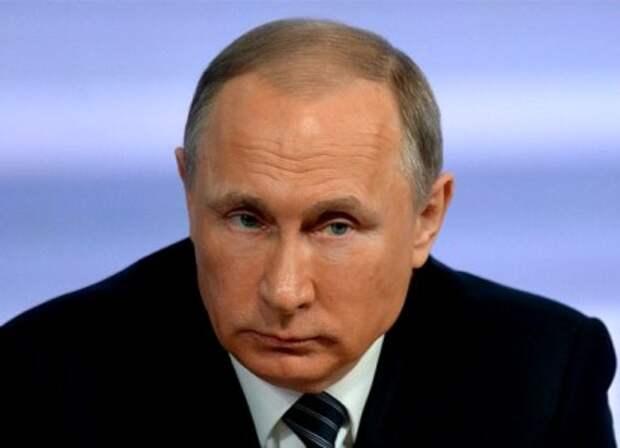 Путин предложил экс-главе ФБР политическое убежище в России
