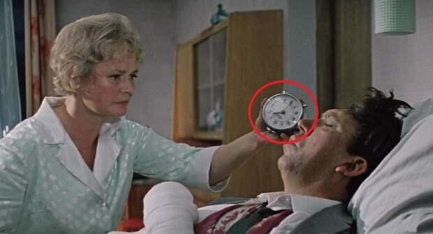 Как хорошо вы помните советское кино? Угадайте, какого предмета не хватает на этом кадре