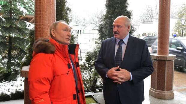 """""""Храбрится! А Путина увидит - и... всё"""": О """"зверином чутье"""" Лукашенко, """"воплях и слезах"""" в Сочи рассказал Суздальцев"""
