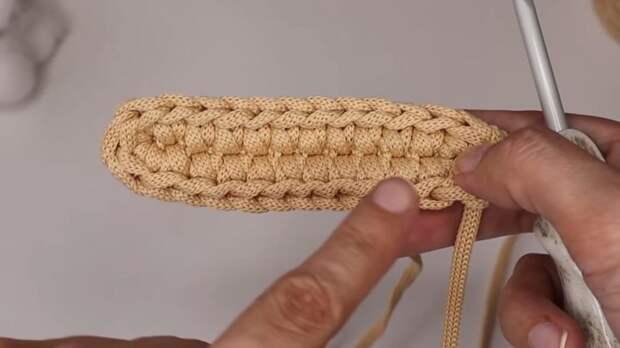 Нереальная красота из шнура. Трендовая вязаная мини-сумочка
